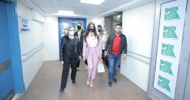 """صورة """"ياسمين صبري"""" تثير ضجة بعد زيارتها لـ""""مستشفى أبو الريش"""""""