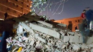 صورة بالصور.. انهيار عقار سكني في جسر السويس بعد حادثة قطاري سوهاج