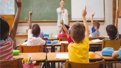صورة مدير مدرسة أميركية يذل طفلاً من أصول أفريقية