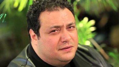"""صورة فيديو.. الفنان """"مراد مكرم"""" يطالب الدولة بعمل شواطئ مخصصة للمحجبات وأخرى للمايوهات والبكيني"""