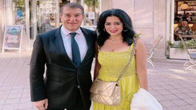 """صورة """"رانيا يوسف"""" تثير الجدل بصورة مع """"خوان لابورتا"""" رئيس نادي برشلونة"""