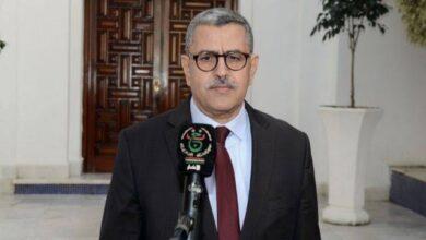 صورة رئيس الحكومة الجزائرية يتقدم باستقالته من منصبه