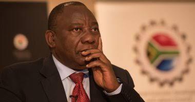 """صورة فيديو.. سرقة """"الآيباد"""" الخاص برئيس جنوب إفريقيا خلال مؤتمر صحفي"""