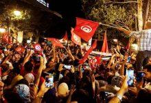 """صورة فيديو.. احتفالات في تونس بعد بقرارات الرئيس """"قيس سعيد"""""""