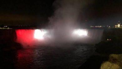 صورة احتفالاً بذكرى ثورة يوليو.. إضاءة شلالات نياجرا العالمية بألوان علم مصر