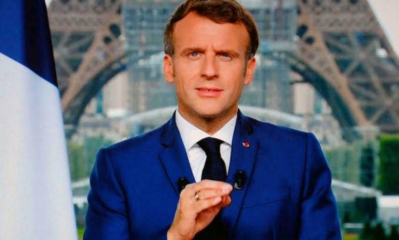 """صورة فيديو.. الرئيس الفرنسي """"إيمانويل ماكرون"""" يتعرض للضرب"""