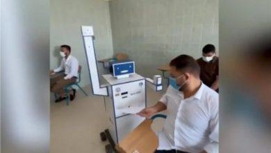 صورة فيديو.. طلاب يبتكرون روبوت للتعقيم والمراقبة أثناء الامتحانات