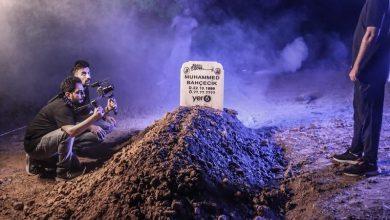 صورة فيديو.. يوتيوبر تركيًا يدفن نفسه في تابوت تحت الأرض