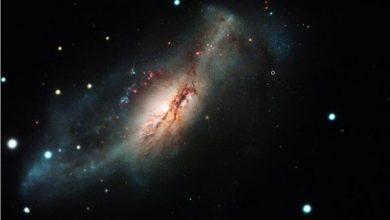 """صورة فيديو.. انفجار """"مستعر عظيم"""" يبتلع النجوم في الفضاء"""